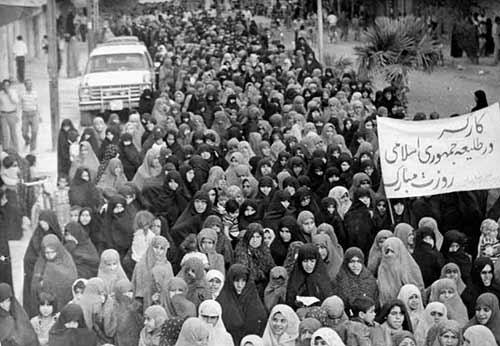 حضور زنان انقلابی بهبهان در راهپیمایی ها-انقلاب 57 در بهبهان