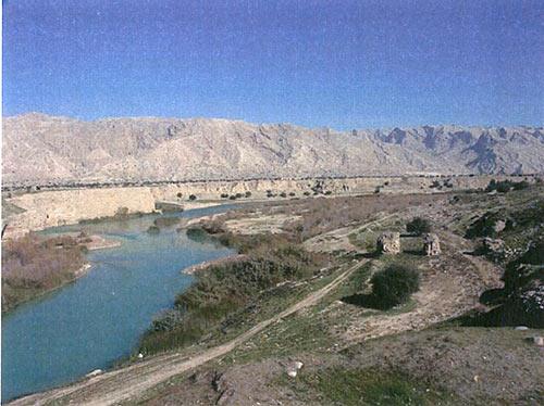 بقایای پایه پل ساسانی بکان بر کرانه مارون