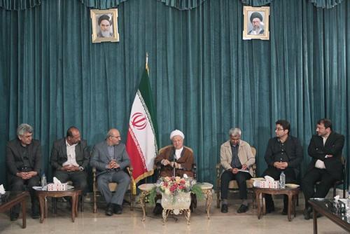 دیدار اعضای شورای شهر بهبهان با آیت الله هاشمی رفسنجانی برای اخذ کمک مالی برای بهبهان