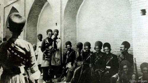 سربازان ایرانی آماده دفاع در مقابل نیروهای عثمانی (۱۹۱۶)