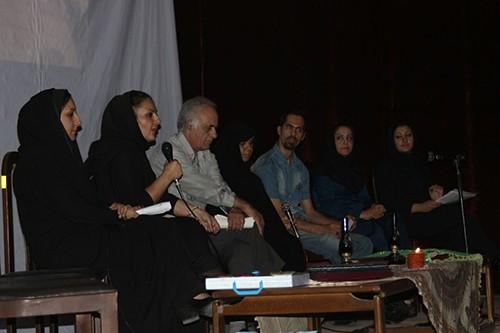 به ترتیب از راست : خانم شفیعی(مجری)-خانم اعتبار-محمد زمانی- مادر محمد- استاد تدینی-خانم آریایی(مجری)-خانم کج کلاهی