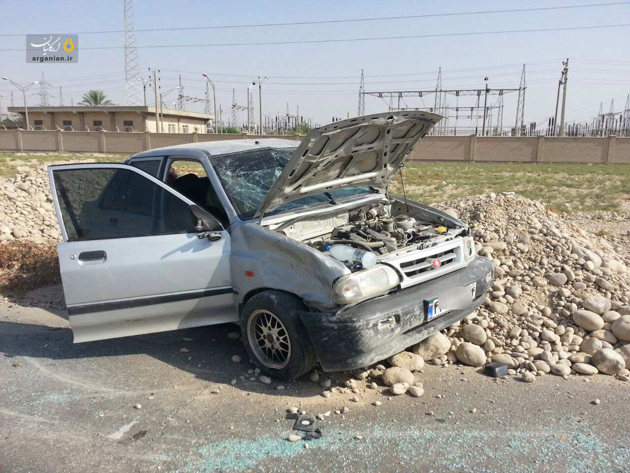 واژگونی خودرو بر اثر ناهمواری جاده سیمان بهبهان