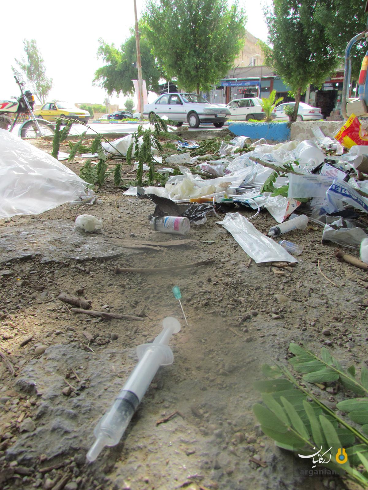 دفع زباله های عفونی در یکی از پیاده راه های بهبهان
