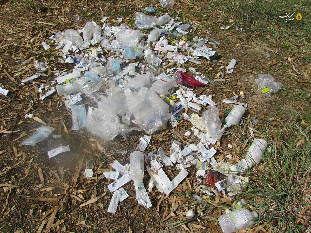 دفع زباله های عفونی در یکی از بوستان های بهبهان